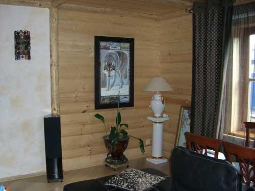 Отделка деревянного дома. Стена из блокхауса