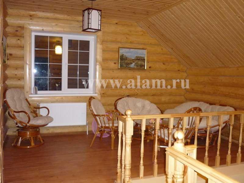 Деревянный дом с мансардой. Холл