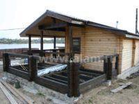 Банька из оцилиндрованного бревна с угловой террасой