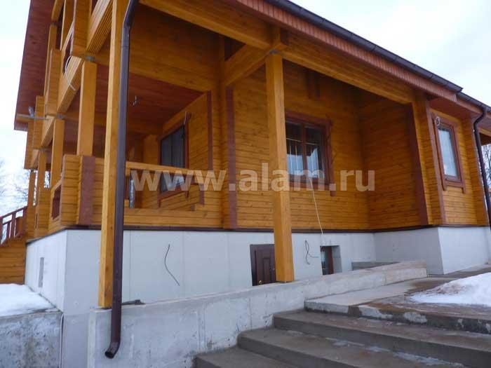 Дом из профилированного бруса с террасой. Вид сбоку