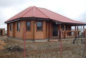 Одноэтажный дом из профилированного бруса с эркером