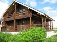 Фото дома из профилированного бруса с боковой террасой